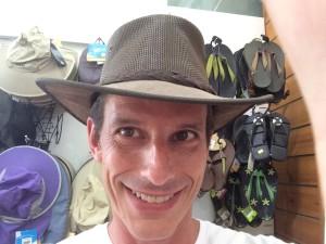 יובל עם כובע3