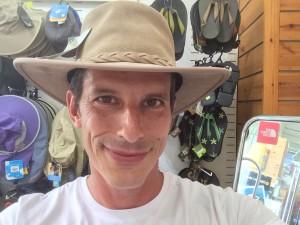 יובל עם כובע4